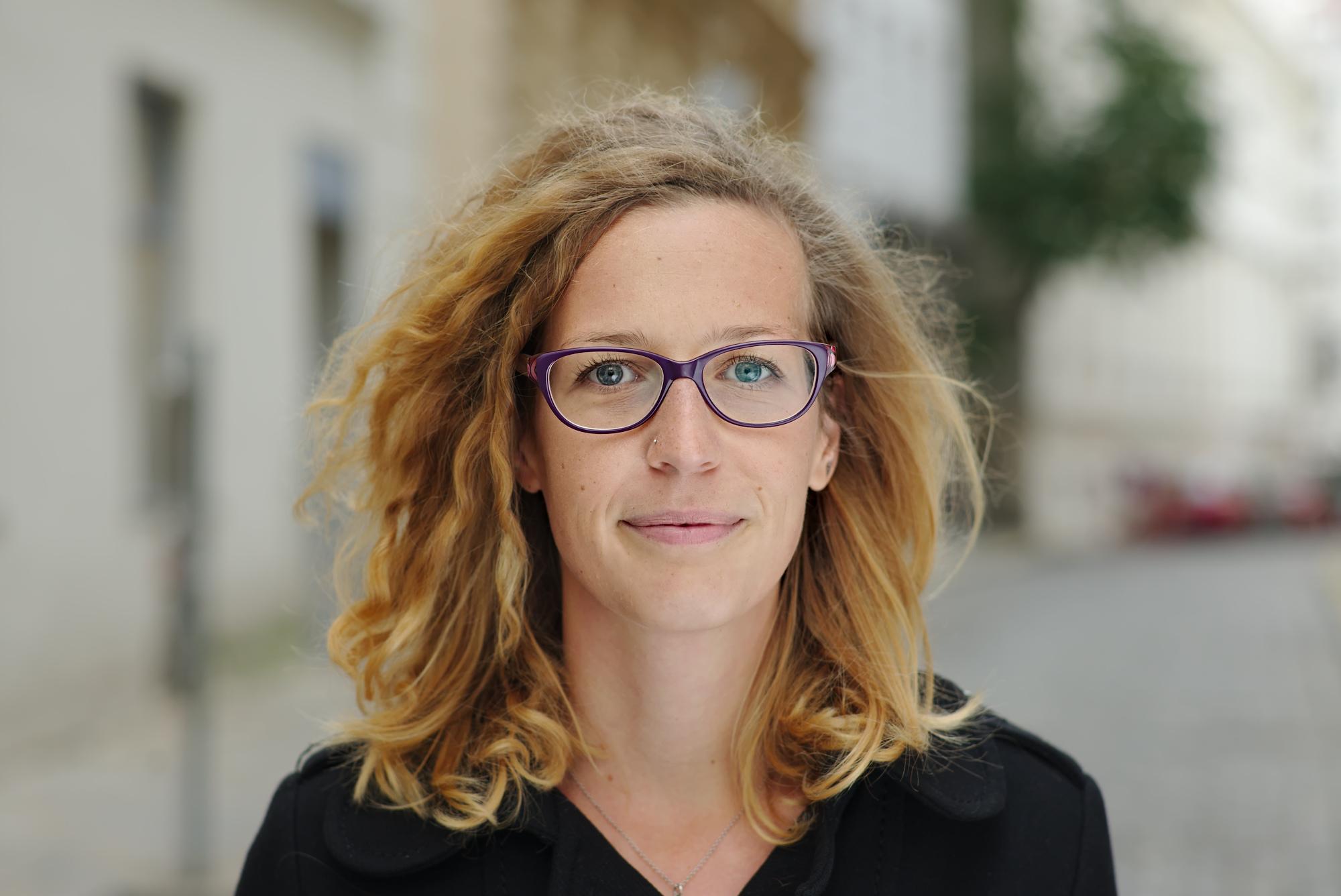 Sandra Plomer, BA, Koordination Online-Seminare